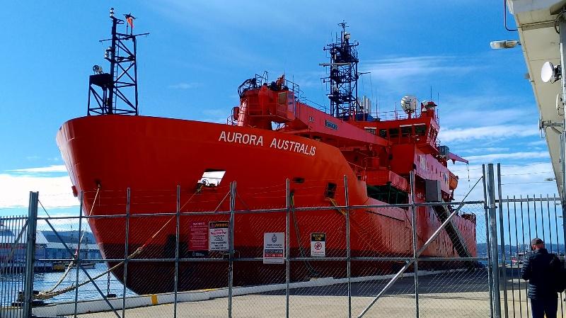 南極探査船 側面