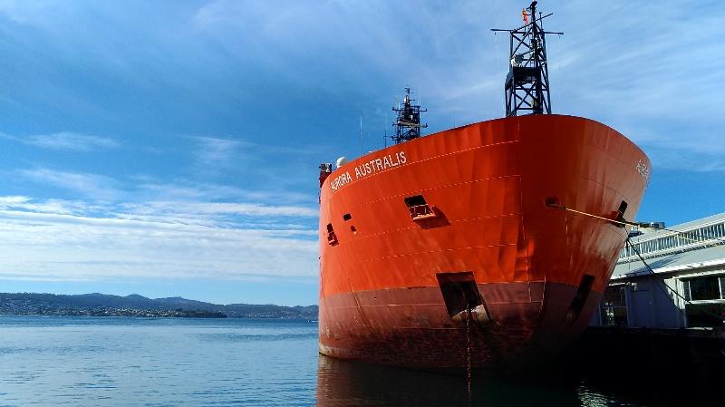 南極探査船 正面