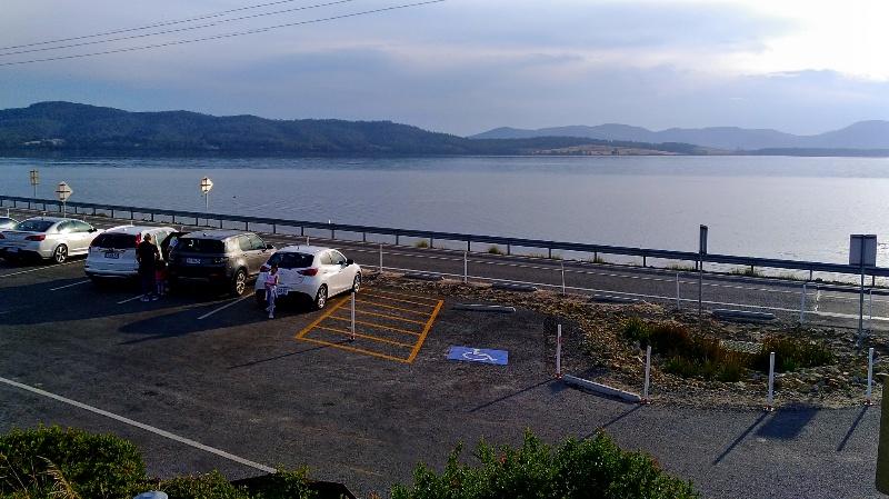 The Neck の駐車場
