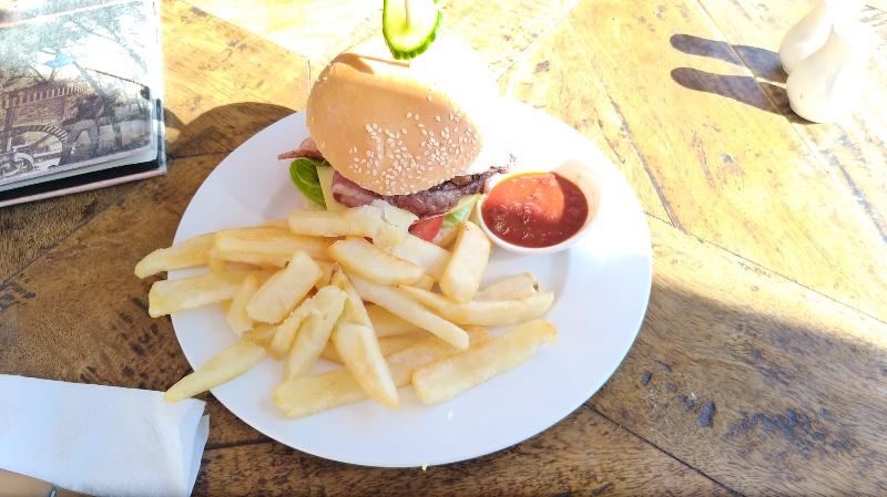 ナント蒸留所のハンバーガー