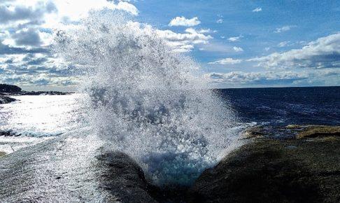 噴き上げる海水