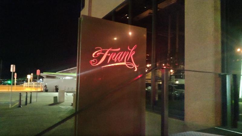 Frank 正面