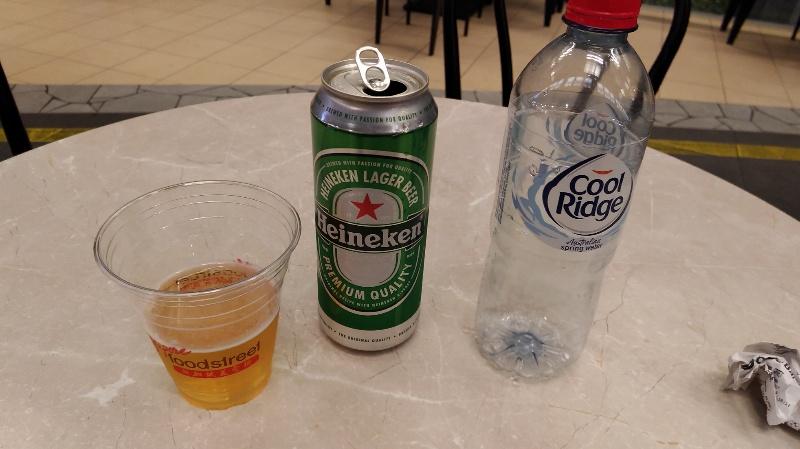 シンガポールで一杯。